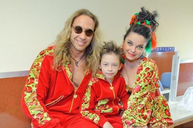 Сергей Глушко с Наташей Королевой и сыном