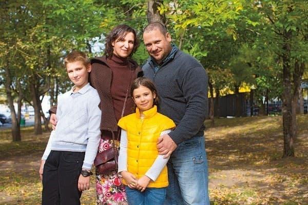 Олеся Железняк с семьей