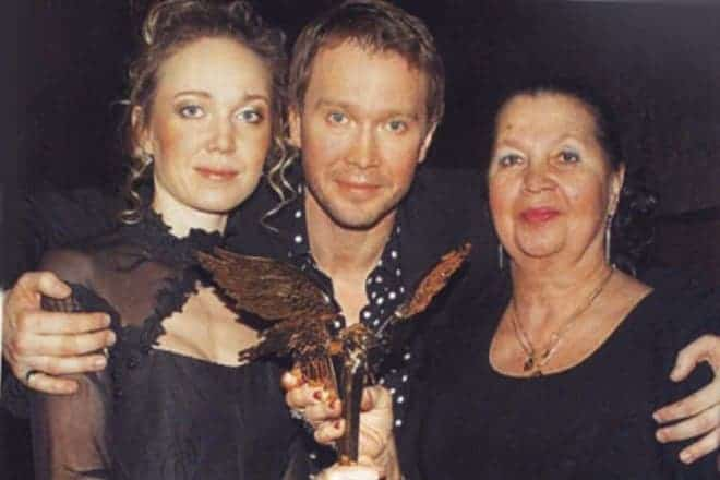 Евгений Миронов с семьей