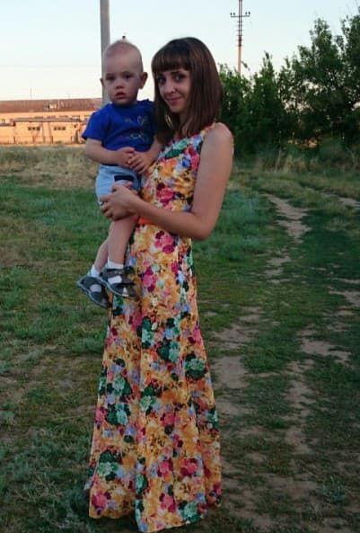 Анна Уколова с ребенком