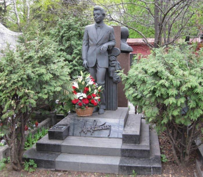 Памятник Аркадию Райкину