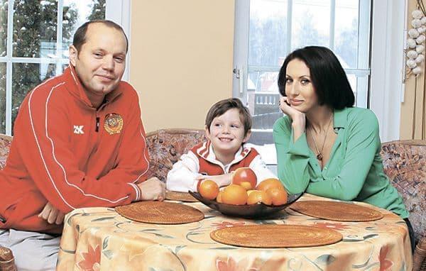 Алика Смехова с сыном и мужем Николаем