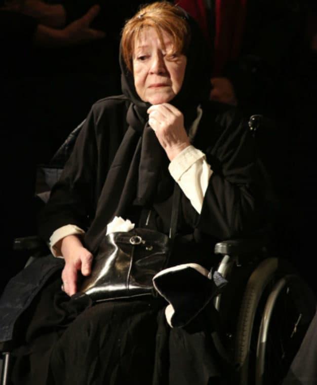 Галина Волчек в инвалидной коляске