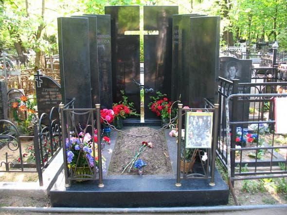 Могила Андрея Миронова