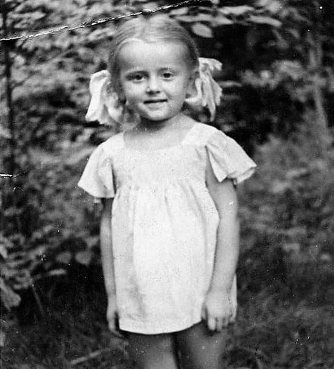 Анна Терехова в детстве