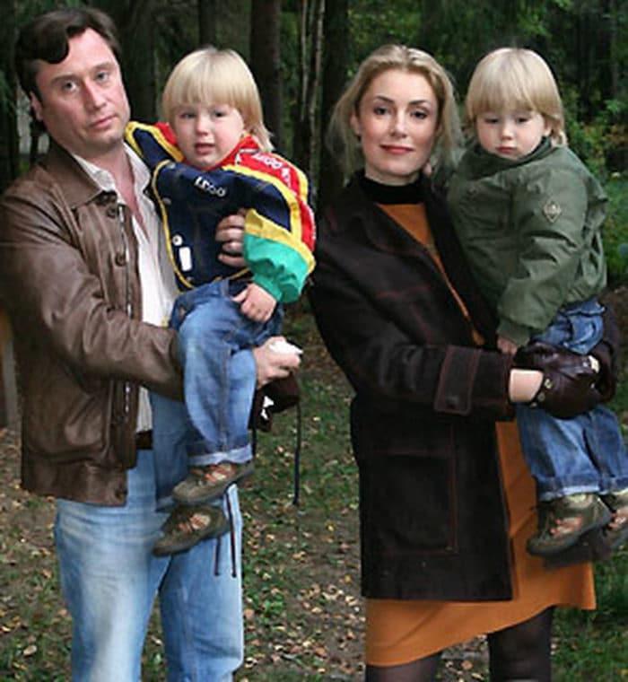 Мария Шукшина с Борисом Вишняковым и детьми