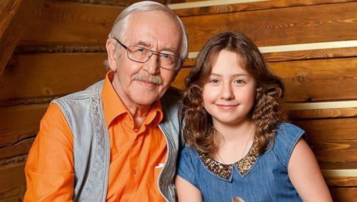 Василий Ливанов с внучкой