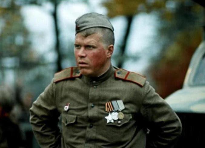 Михаил Кокшенов в фильме «Женя, Женечка и «катюша»