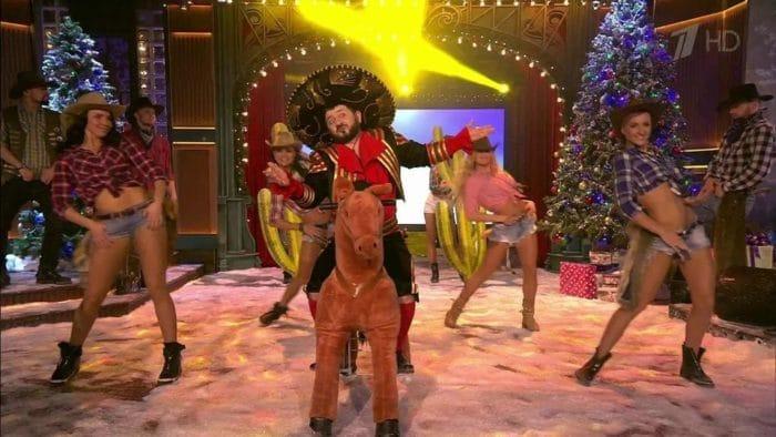 Михаил Галустян на новогоднем огоньке исполняет песню «Рафик послал всех нафиг»