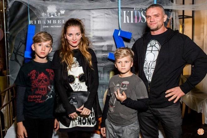 Анастасия Веденская с мужем и детьми