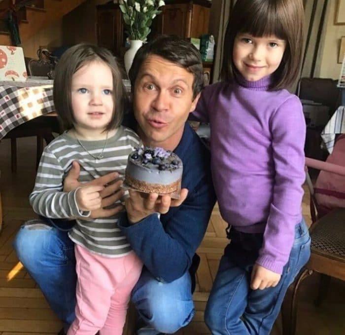 Павел Деревянко с детьми