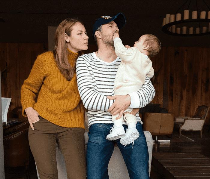 Юлия Мельникова с мужем и ребенком