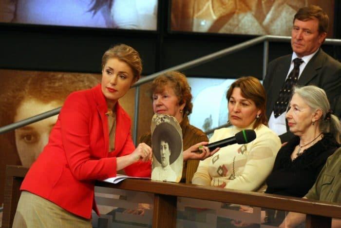 Мария Шукшина ведет передачу «Жди меня»