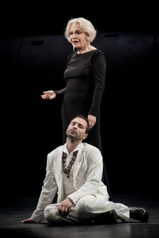 Людмила Максакова на спектакле в театре