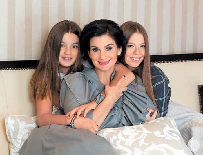 Екатерина Стриженова с дочками