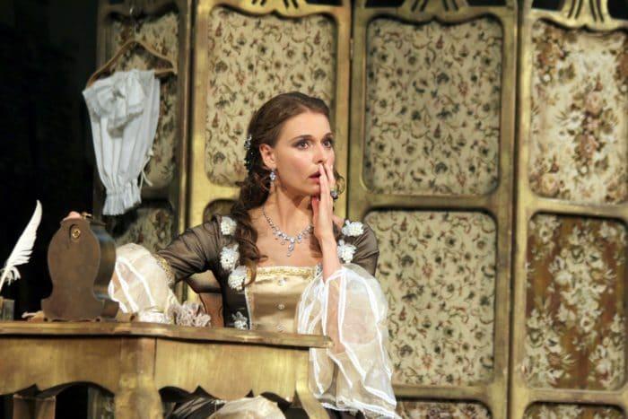 Любовь Толкалина в театре