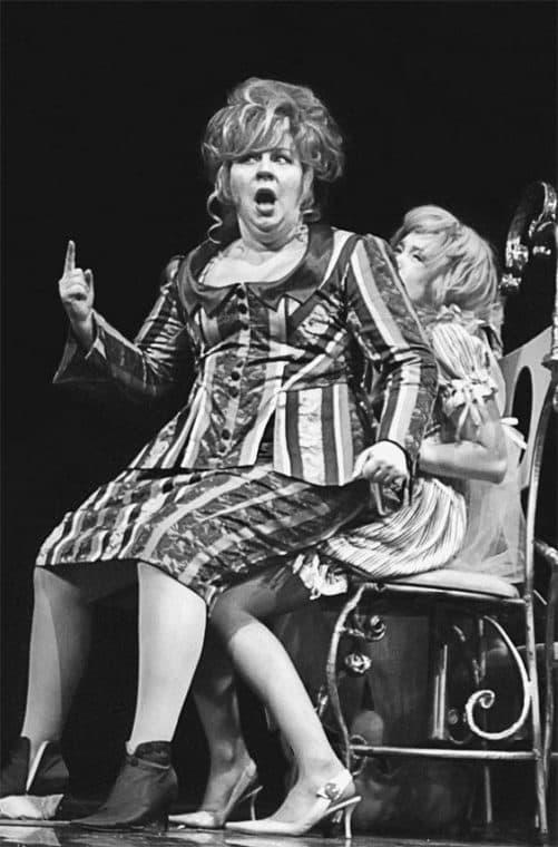 Марина Голуб на сцене в театре