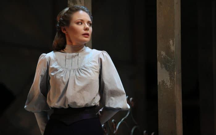 Карина Разумовская в театре