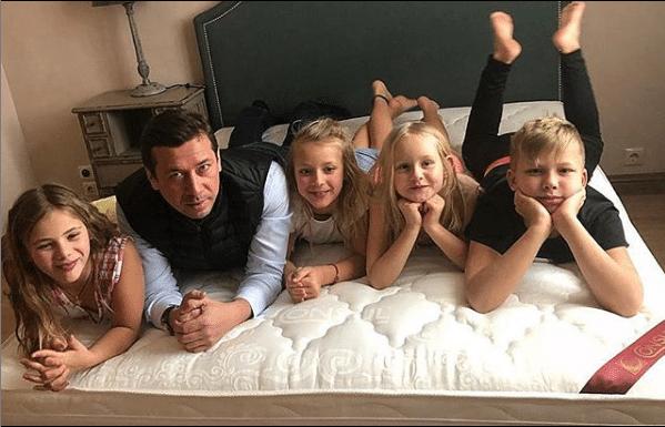 Андрей Мерзликин с детьми