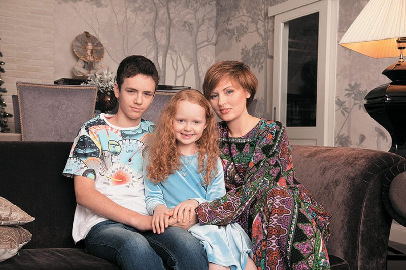 Елена Ксенофонтова с детьми