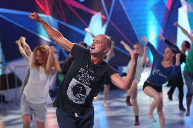 Егор Дружинин танцует
