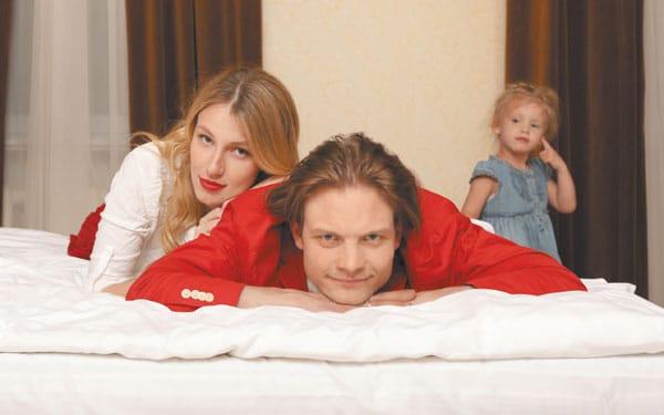 Евгений Ткачук с женой и дочкой