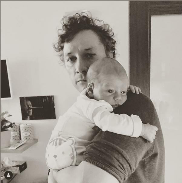 Александр Яценко с ребенком в 2018 году