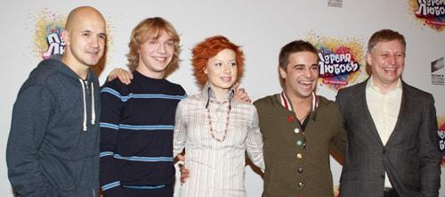 Егор Дружинин с участниками шоу «Фабрика звезд»