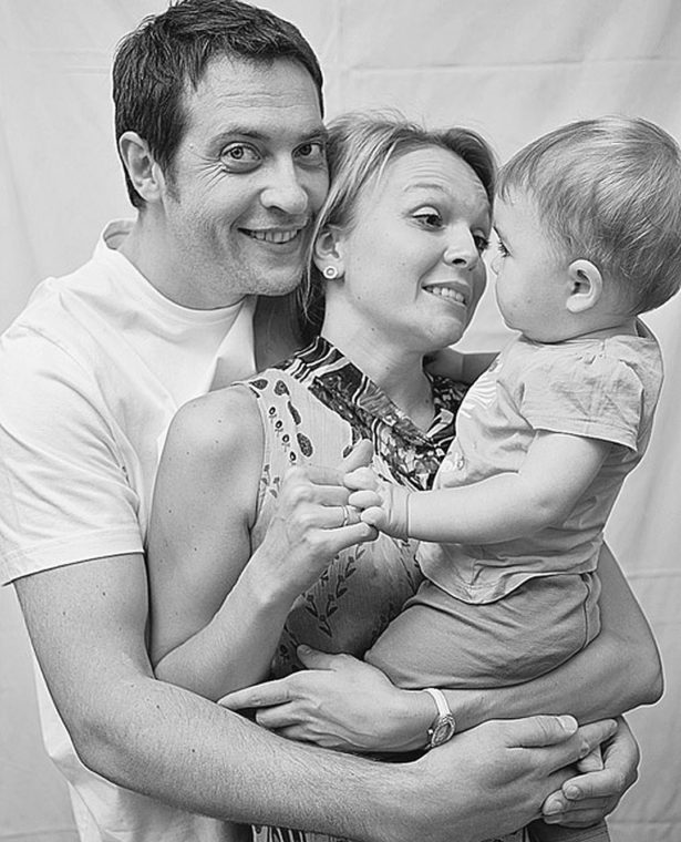Кирилл Сафонов с женой Еленой и дочкой