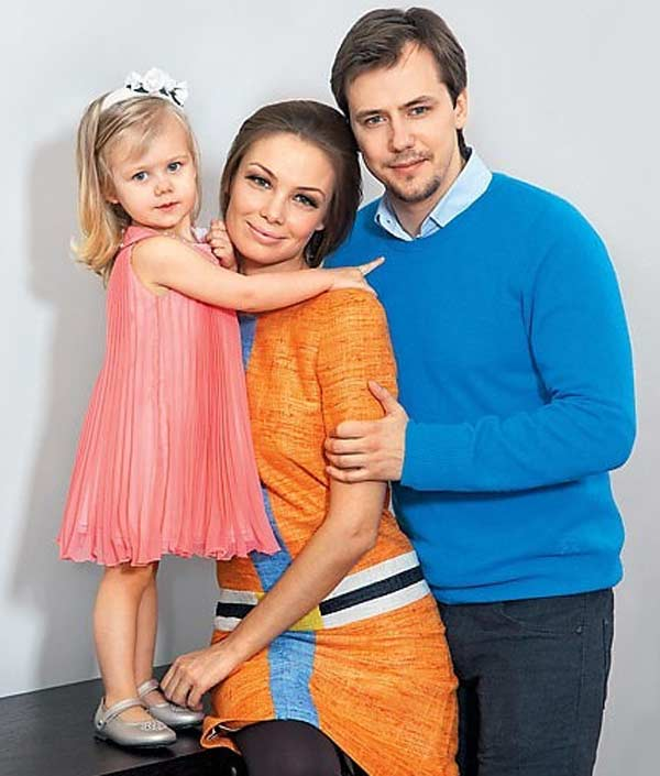 Татьяна Арнтгольц с Иваном Жидковым и дочкой