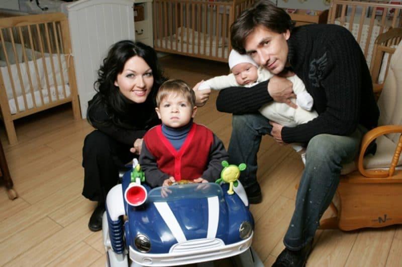 Юлия Такшина с мужем и детьми