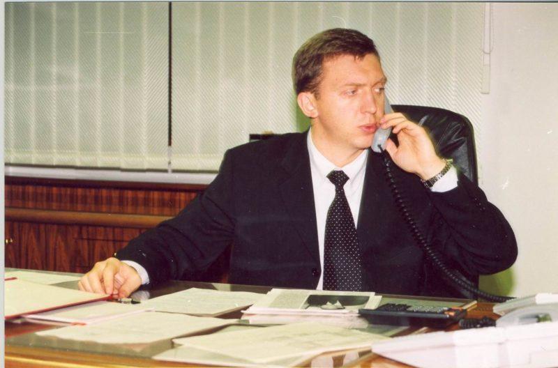 Молодой Олег Дерипаска владелец Саяногорского алюминиевого завода