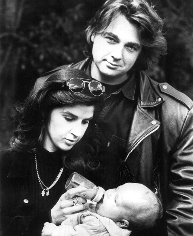 Константин Эрнст и Анна Силюнас с ребенком