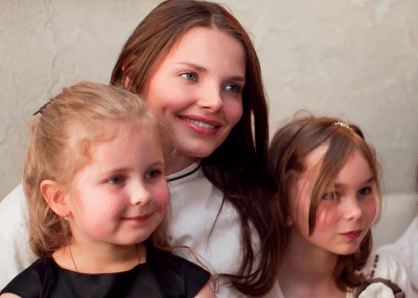 Елизавета Боярская с детьми