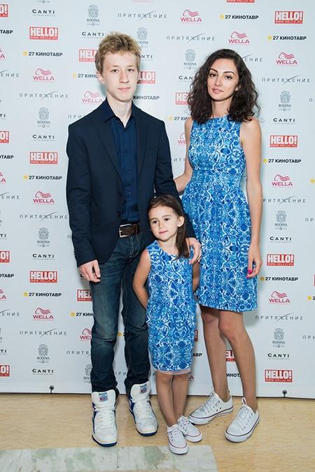 Семен Трескунов с мамой и сестрой