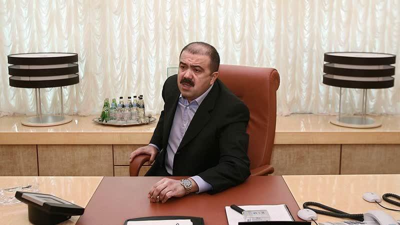 Искандер Махмудов в офисе