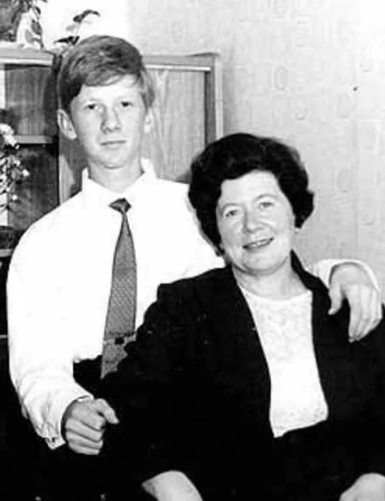 Анатолий Чубайс в детстве с мамой