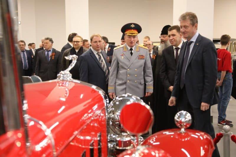 Андрей Козицын на открытии музея военной техники