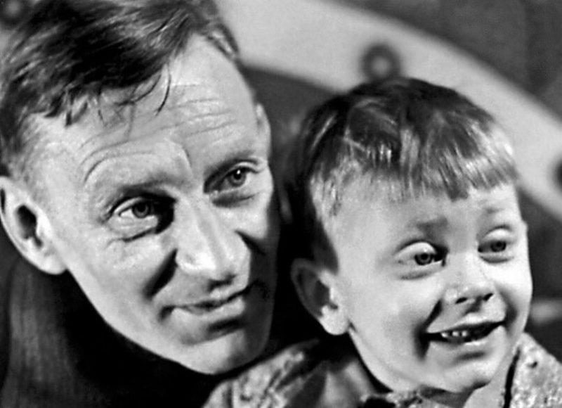 Валентин Смирнитский в детстве с отцом
