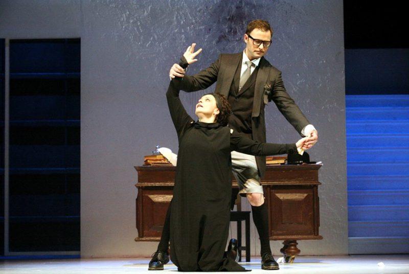Илья Носков в спектакле Идеальный муж