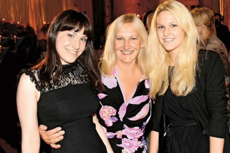 Елена Батурина с дочками