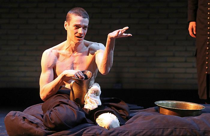 Максим Матвеев в спектакле «Кинастон»
