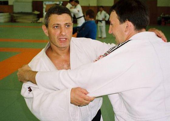Молодой Борис Ротенберг на тренировке по дзюдо