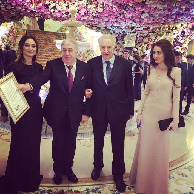 Михаил Гуцериев на свадьбе сына