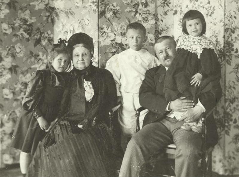 Савва Морозов с семьей