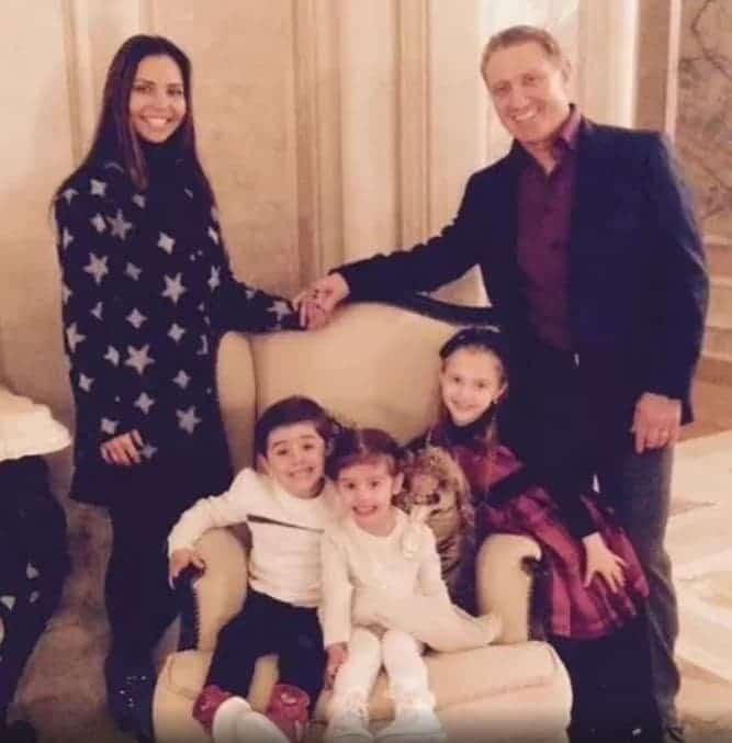 Борис Романович Ротенберг с женой и детьми
