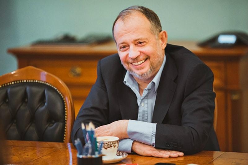 Бизнесмен Владимир Лисин в своем кабинете