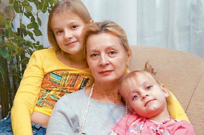 Нелли Пшенная с внучками