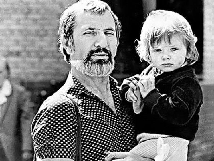 Виктор Мережко с ребенком