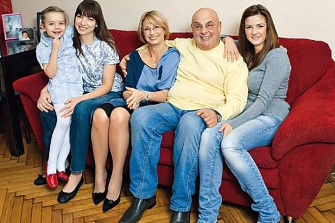 Владимир Долинский с семьей